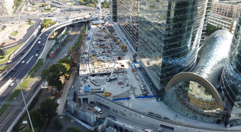 «Мост» приступил к возведению конструкций надземной части корпуса «В» Административно-торгового комплекса в Москве